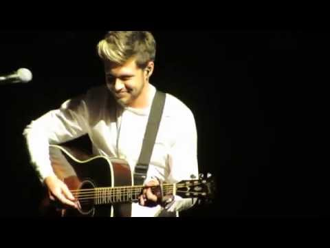 Niall Horan Performing 'This Town' Wild...