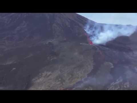 Le Piton de la Fournaise est en éruption
