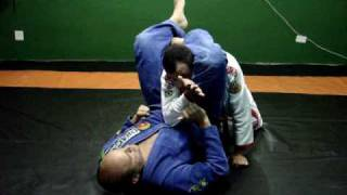 Jiu-Jitsu Curitiba - Defesa Triângulo - www.schubertbjj.com