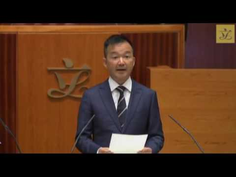 """""""I am a Hongkonger"""": Ray Chan stages a protest as he takes his oath as lawmaker"""