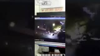 В Китае пара занималась сексом прямо на дороге и их насмерть сбил автомобиль.