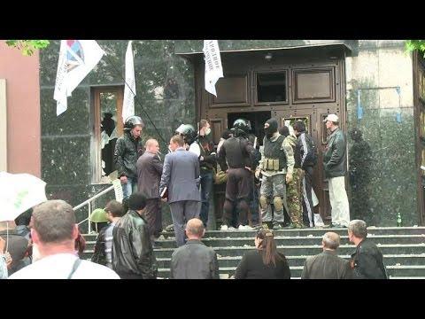 Donetsk prosecutor's office seized by pro-Russian crowd