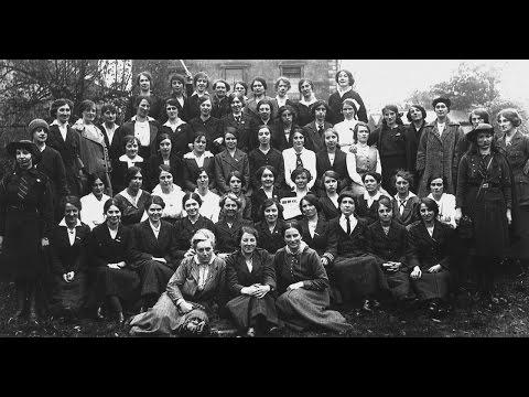 Guns and Chiffon - Women of 1916 and the Irish War of Independence