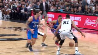 Steven Adams Throws Down the Powerfull Alley-Oop