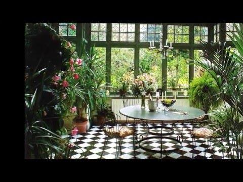 Зимний сад за стеклом