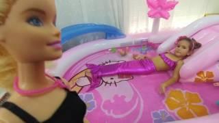Hello kitty havuza su doldurduk,Deniz kızı havuzda , eğlenceli çocuk videosu