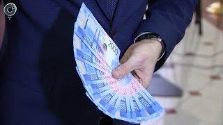 В Новосибирск привезли новые купюры. Как отличить двухтысячную Центробанка от фальшивки?
