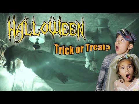 TRICKS TREATS & HAUNTED HOUSES Halloween  Goosebumps