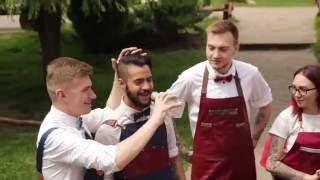 видео джинсовые фартуки для официантов