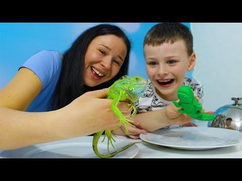 Gerçek yemek Jelibon yemeğe karşı İGUANA Gummy vs real food challenge Candy challenge