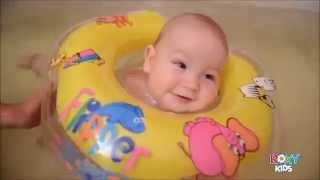 kółko dla niemowląt do nauki pływania.Baby baden Flipper baby swimming mit Hals Schwimm Ring