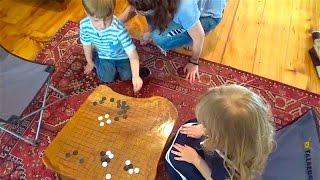 Посмотрите как дети проводят урок Го. И как мастер его разбирает!