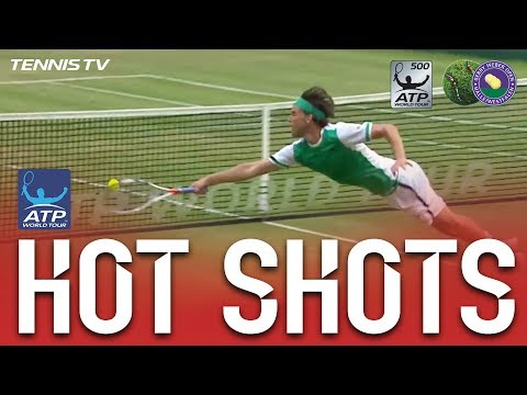 Hot Shot: Diving Dominic Thiem Halle 2017