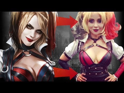 Tara Strong Cosplayed as Harley Quinn