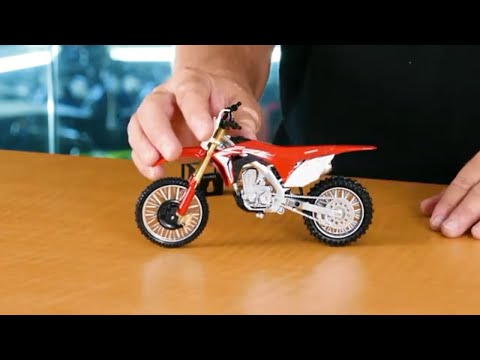 Un-Boxing! New Ray Toys 2017 Honda CRF450R 1:12 Scale Motorcycle Replica