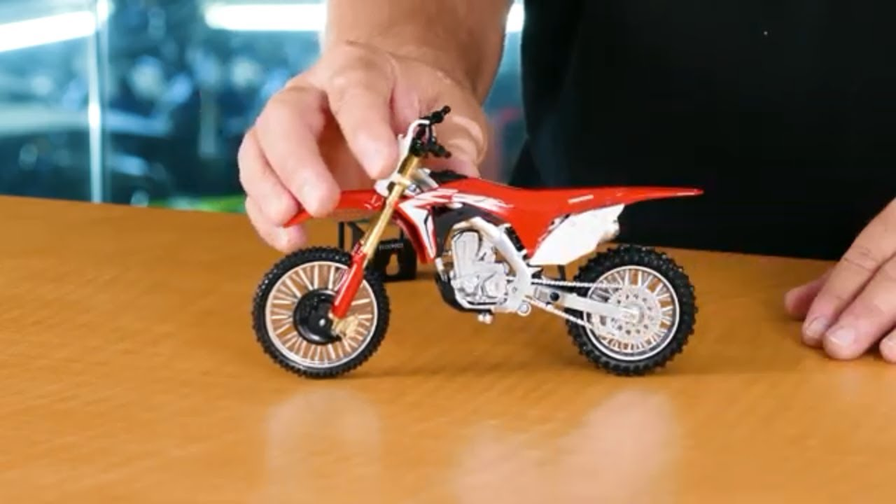 Un-Boxing! New Ray Toys 2017 Honda CRF450R 1:12 Scale Motorcycle Replica -  YouTube