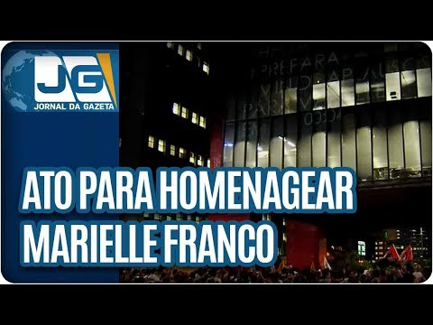 Multidão faz ato em SP para homenagear Marielle Franco