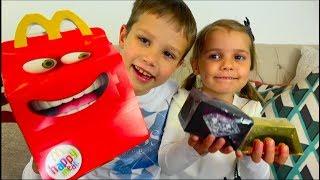 видео: LOL против Slither iO Челлендж / Мальчики против девочек на машинах / Challenge на скорость