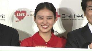 新成人になった女優の武井咲さんが献血への協力を呼びかけました。献血...