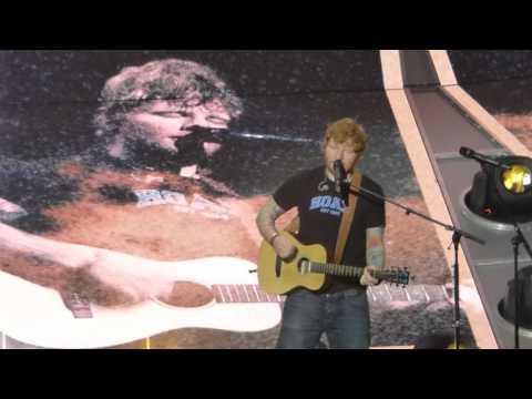 Ed Sheeran - Mohegan Sun - 7/14/17 - Opening song Castle on the Hill/Eraser (partial).