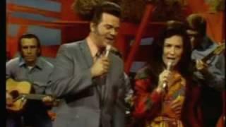 Conway Twitty & Loretta Lynn - Pickin