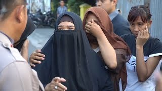 Video Densus 88 Tangkap Warga Condongcatur, Sleman download MP3, 3GP, MP4, WEBM, AVI, FLV Agustus 2018
