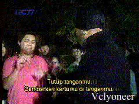 Master Hypnotist On The Street, In Malaysia Part 2.mpg