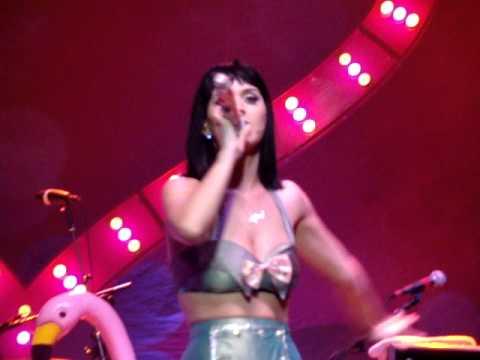 Katy Perry Use Your Love cover Live @ Lisbon 2009 Hello Katy Tour