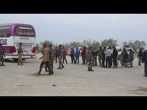 وصول مقاتلين ومدنيين من بلدة ضمير الى مدينة الباب في شمال سوريا