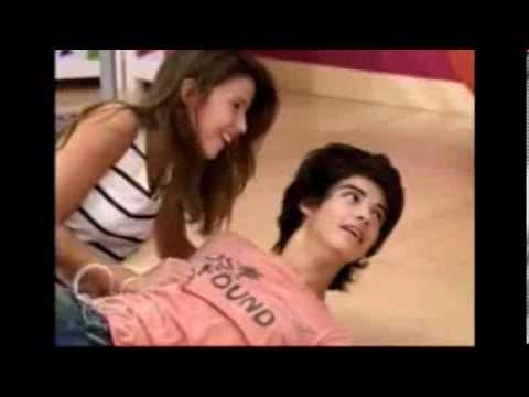Violetta 2  Francesca  ve a Marco y Ana juntos