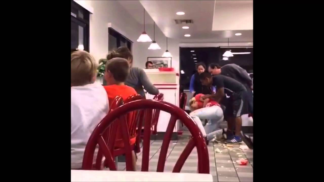 Another Falls Female Terrible Fall (VIDEO Restaurant In --
