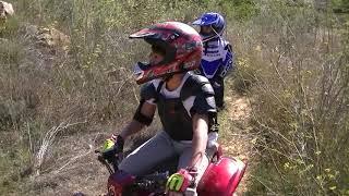 TV para niños.Niños en quad  haciendo enduro por 1º vez. Kids Quad Bike