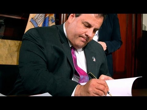 Chris Christie Bans Gay Conversion Therapy