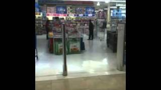 kid freaks out because toys r us is closing