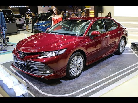 Toyota Camry 2019 introduced at the Singapore Motorshow 2019 - CarBuyer.com.sg