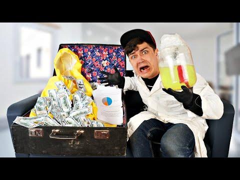 Распаковали огромный потерянный чемодан с деньгами и пожалели об этом!