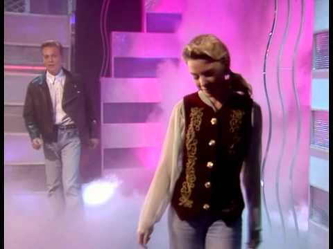 Kylie Minogue & Jason Donovan - Especially For You (Live Top Of The Pops 1988)