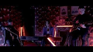 Смотреть клип Léa Paci - On Prend Des Notes