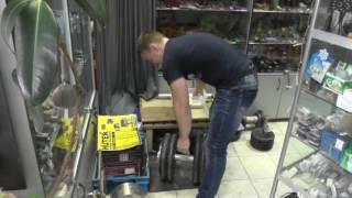 Саша Зайцев поднимает гантель 102,2кг диаметром 50мм на количество