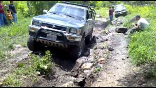 Toyota Hilux 2005 vs Toyota V6 vs Toyota Tacoma V6. vs Toyota Land Cruiser.mp4