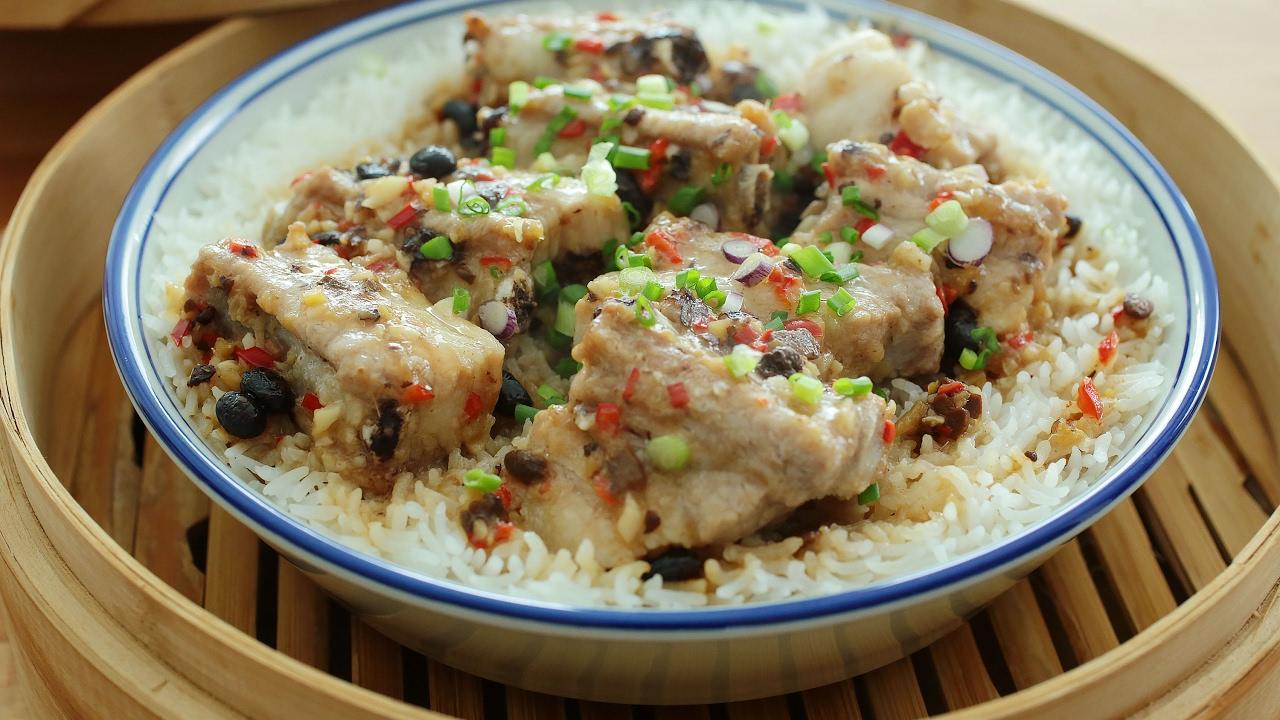Bamboo Steamed Pork Ribs Rice - 竹蒸排骨饭 - YouTube