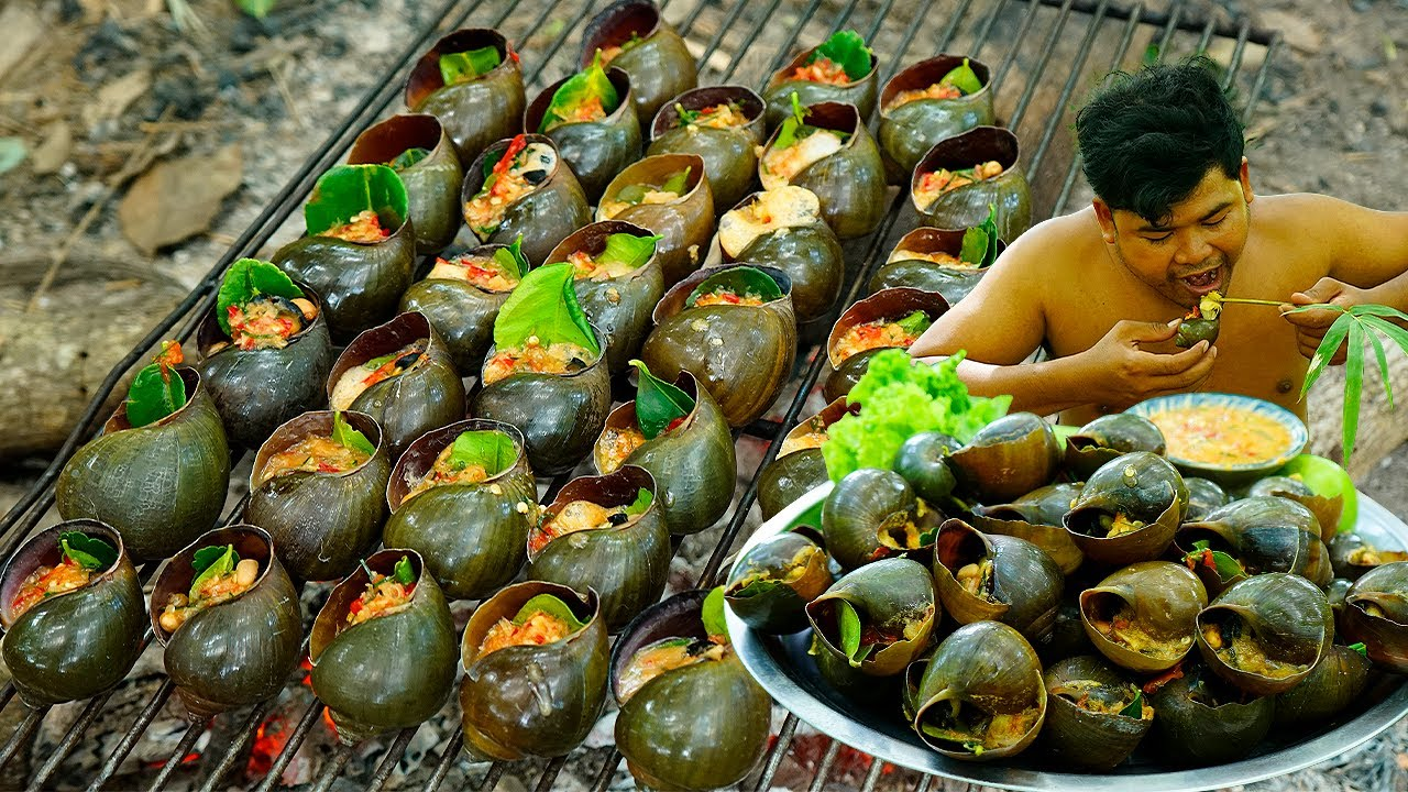 Survival Cooking Snail BBQ Put Fresh Chili Sauce Cook on Fire eating so deliciously in forest