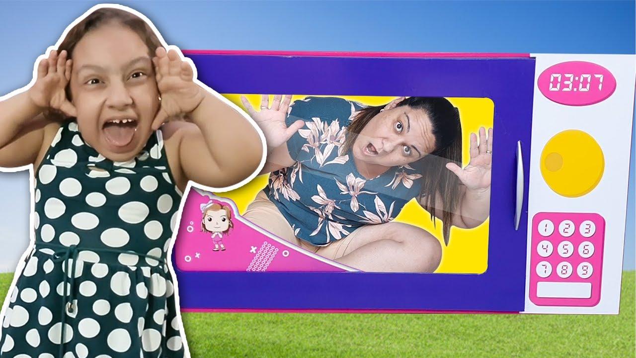 MC Divertida finge brincar com microondas mágico de brinquedo | pretend play with toy microwave
