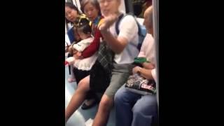 "Repeat youtube video 備份:上海地铁惊现渣男!辱骂大妈""贱人""被壮汉出脚教训"