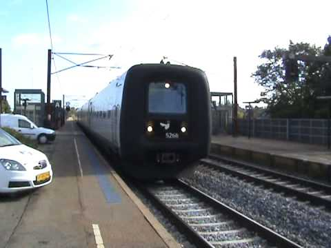 DSB IC3 verlässt den Bahnhof Middelfart (DK)