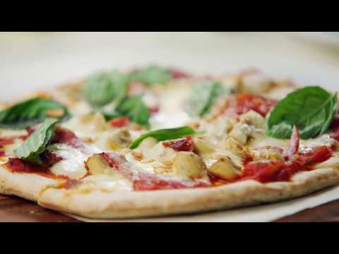 How to make homemade pizza with salami, mushrooms and Basilico sauce