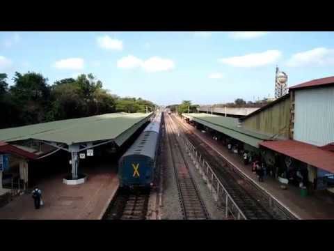 Konkan Railways : Mangala Lakshadweep Superfast Express Arriving Ratnagiri Railway Station