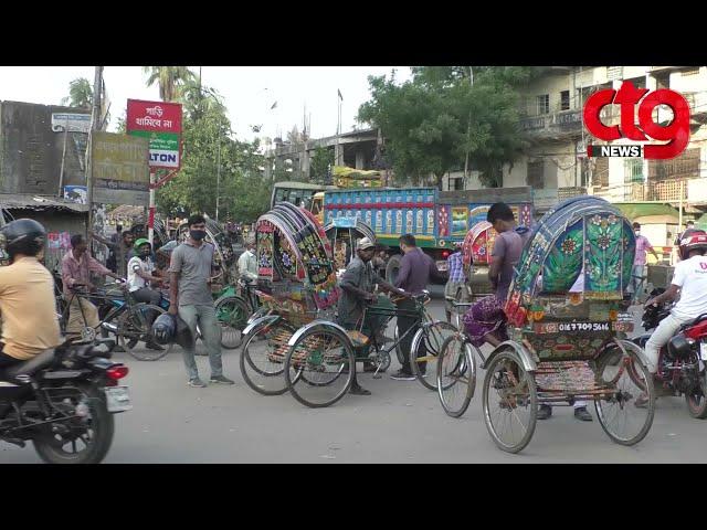 চট্টগ্রামে ফাঁকা রাস্তায় রিকশা-চালকদের দাপট!