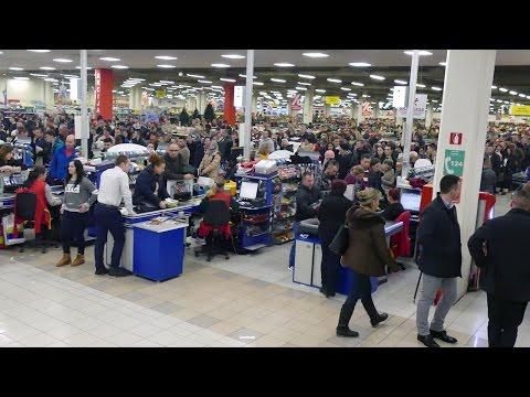 Tisuće ljudi u FIS-ovom noćnom shopingu