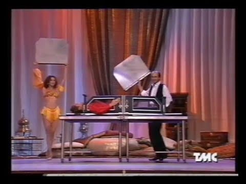 Mago Martin Clearly Sawing In Half With Sabrina Salerno Youtube